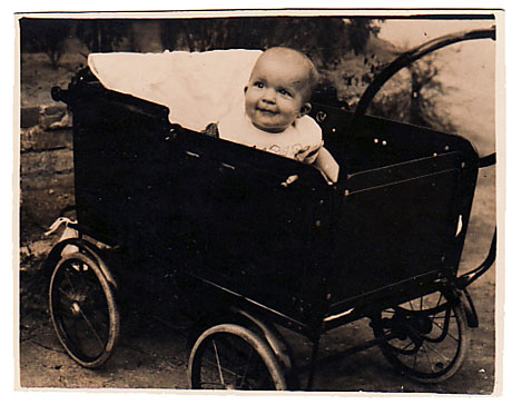 oldphoto-babycarriage